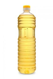 Plastic fles zonnebloemolie die op wit wordt geïsoleerd
