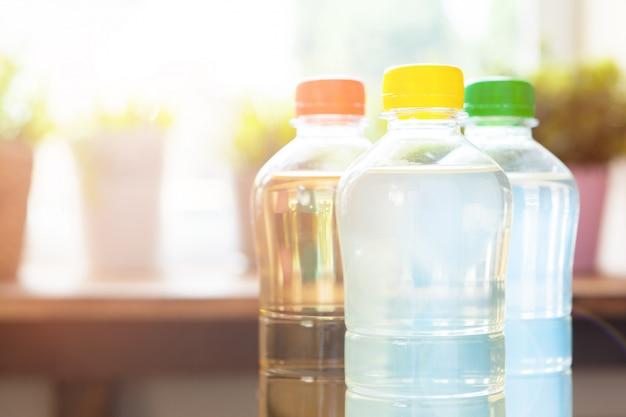 Plastic flessen met frisdranken
