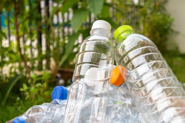 Plastic flessen voor recyclingconcept
