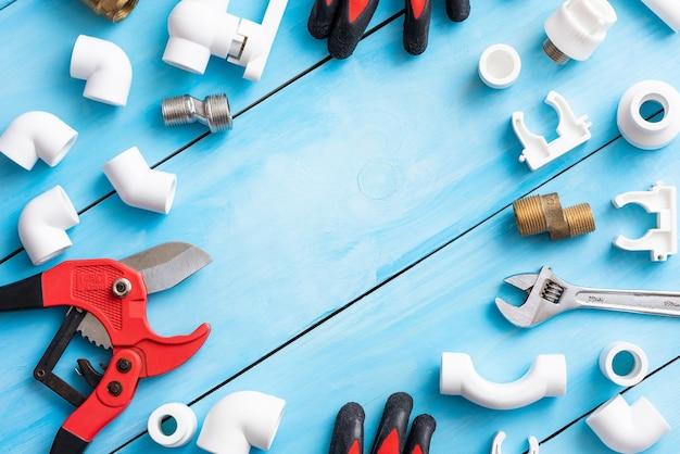 Plastic reserveonderdelen voor waterleidingen en hun reparatie.