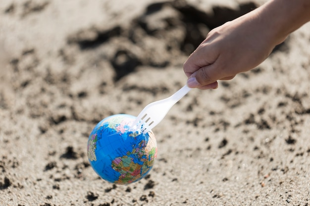Plastic vork met globe