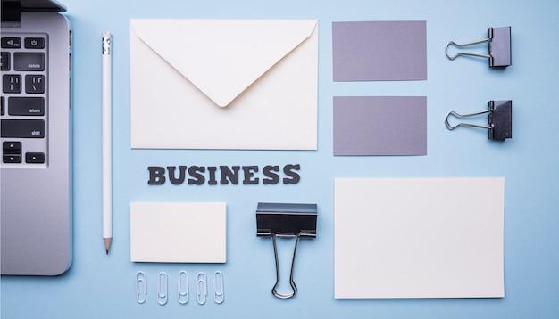 Plat briefpapier benodigdheden voor bedrijven