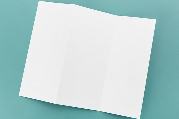Plat gevouwen witte brochure