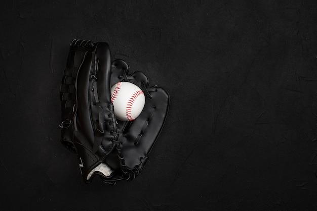 Plat handschoen met bal erin