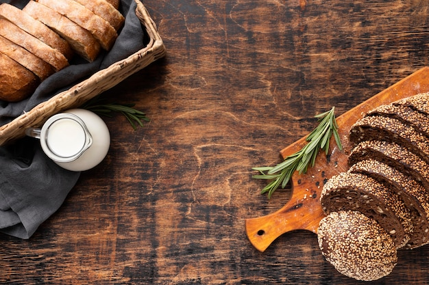 Plat heerlijk brood met kopie ruimte