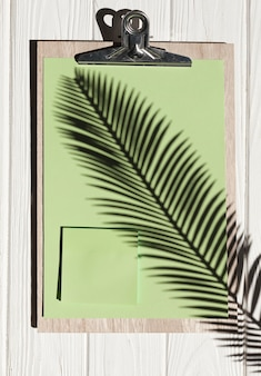 Plat klembord met plant
