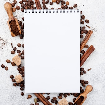 Plat koffie met kopie ruimte