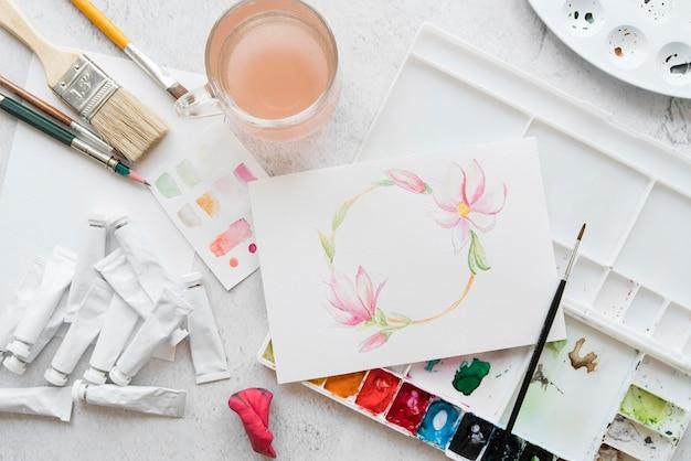 Plat lag arrangement met schilderen