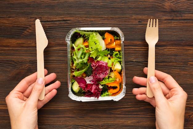 Plat lag arrangement met verschillende maaltijden