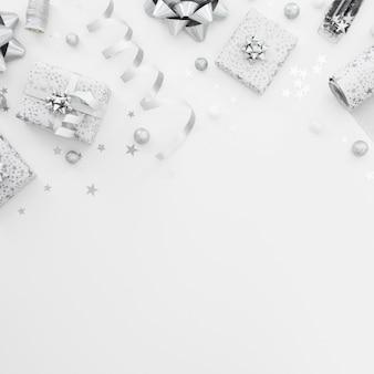 Plat lag arrangement van ingepakte cadeaus