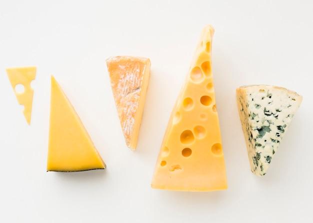 Plat lag assortiment van gastronomische kaas