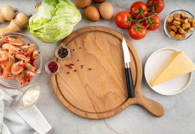 Plat lag assortiment van lekker eten en ingrediënten