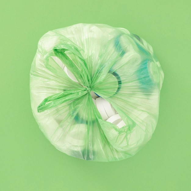 Plat lag assortiment van niet-milieuvriendelijke plastic elementen