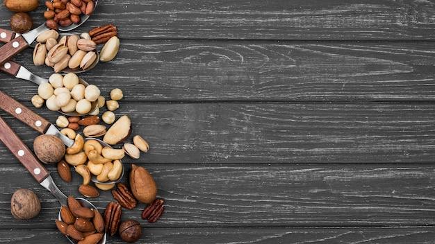 Plat lag assortiment van noten kopie ruimte