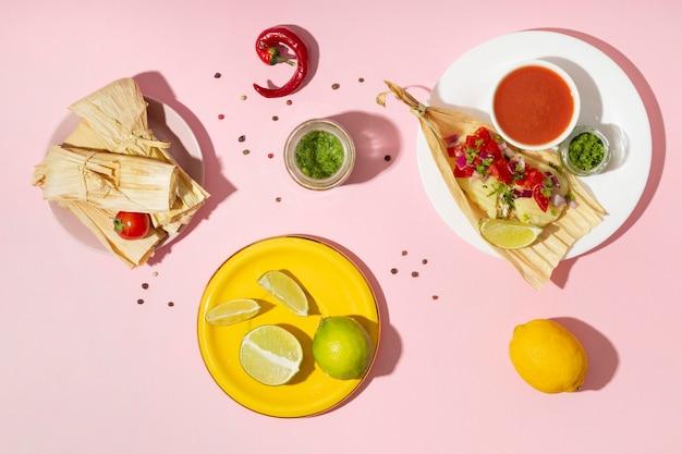 Plat lag assortiment van tamales-ingrediënten
