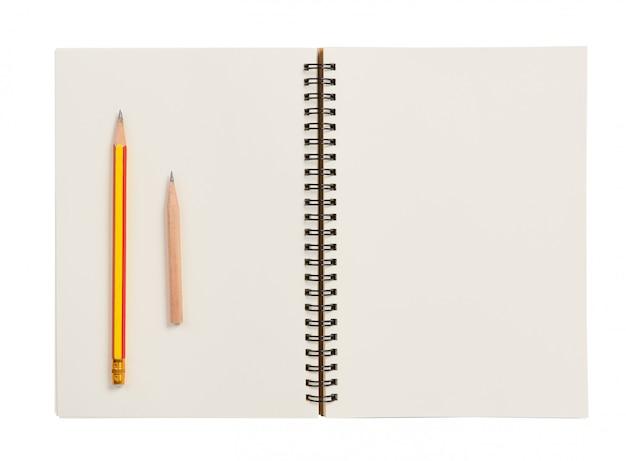 Plat lag, blanco notebook en potlood geïsoleerd op wit