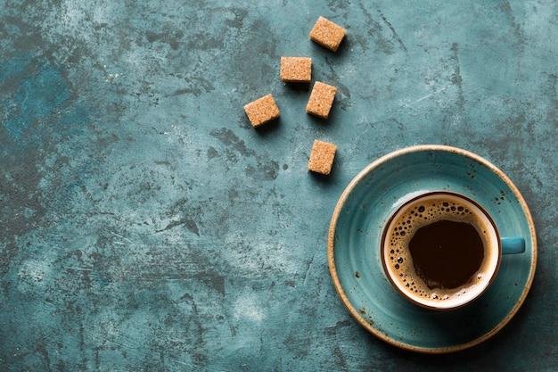 Plat lag creatief koffie arrangement met kopie ruimte