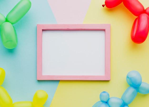 Plat lag decoratie met ballonnen en frame