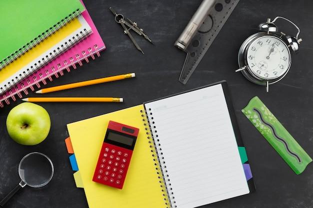 Plat lag educatieve elementen arrangement