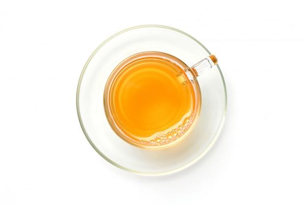 Plat lag glazen kopje hete thee met schotel geïsoleerd op een witte achtergrond