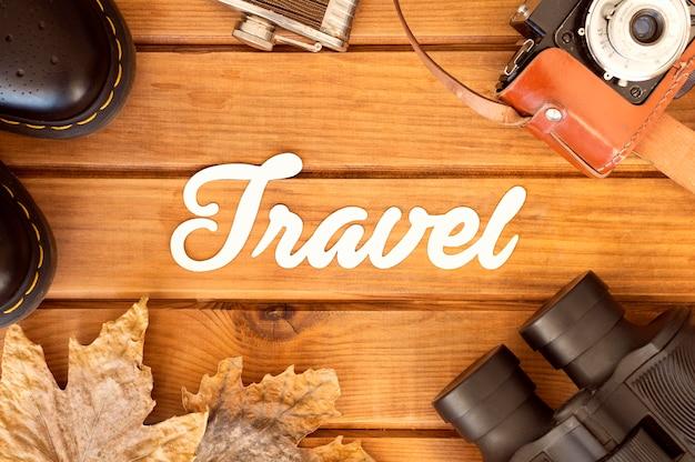 Plat lag herfst reissamenstelling met letters