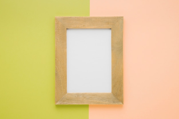 Plat lag houten frame met bicolor achtergrond