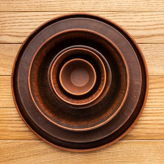 Plat lag houten serviesgoed collectie