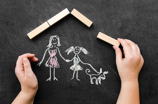 Plat lag krijttekening met alleenstaande moeder en dochter