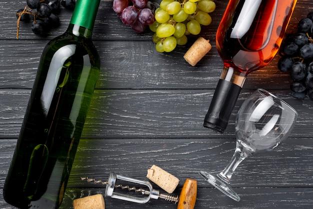 Plat lag natuurlijke wijn op tafel