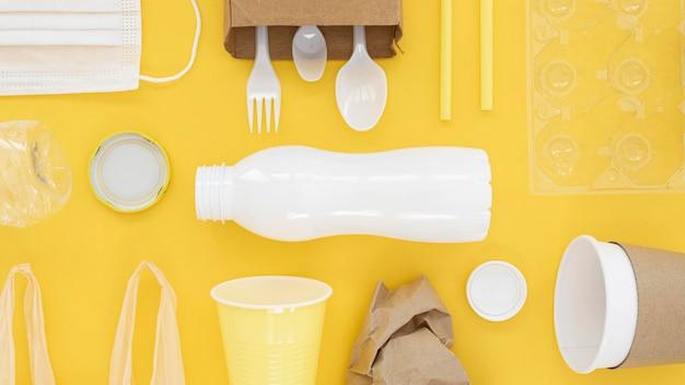 Plat lag niet-milieuvriendelijke samenstelling van plastic elementen