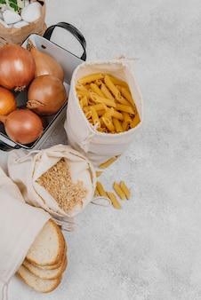 Plat lag pantry voedselingrediënten