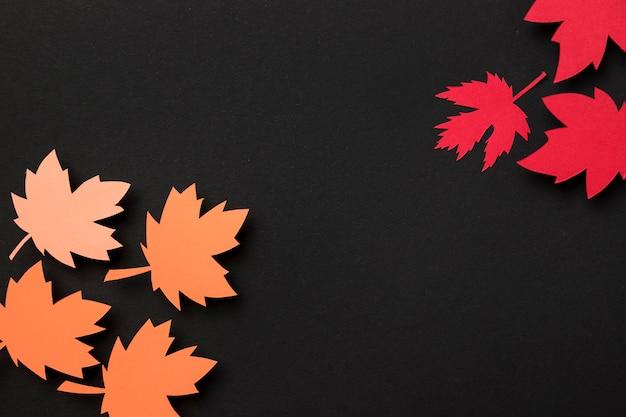 Plat lag papier herfstbladeren samenstelling met kopie ruimte