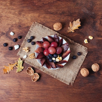 Plat lag picknick goodies op plaat