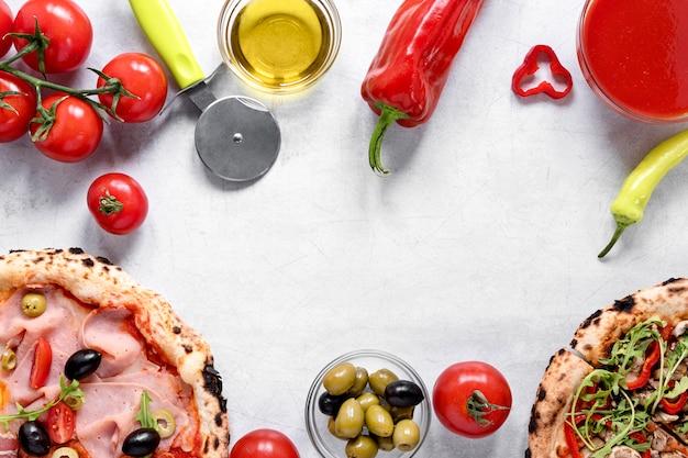 Plat lag pizza ingrediënten arrangement
