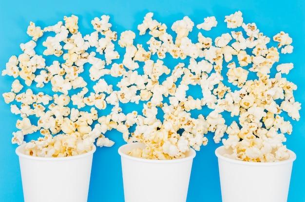 Plat lag popcorn samenstelling voor bioscoop concept