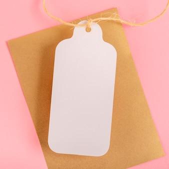 Plat lag quinceañera compositie voor feestvarken met witte tag