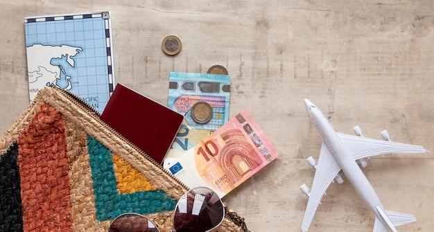 Plat lag reiselementen arrangement