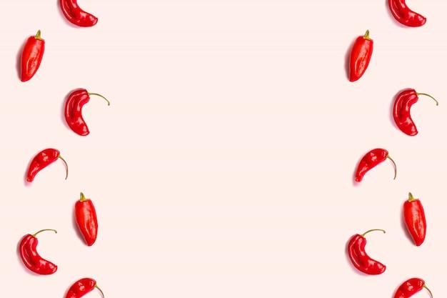 Plat lag roodgloeiend chilipeperspatroon