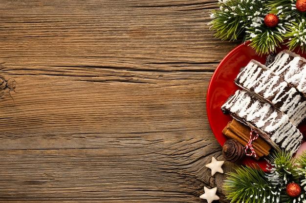 Plat lag samenstelling van heerlijk kerstdessert met kopie ruimte