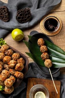 Plat lag samenstelling van heerlijke indonesische bakso