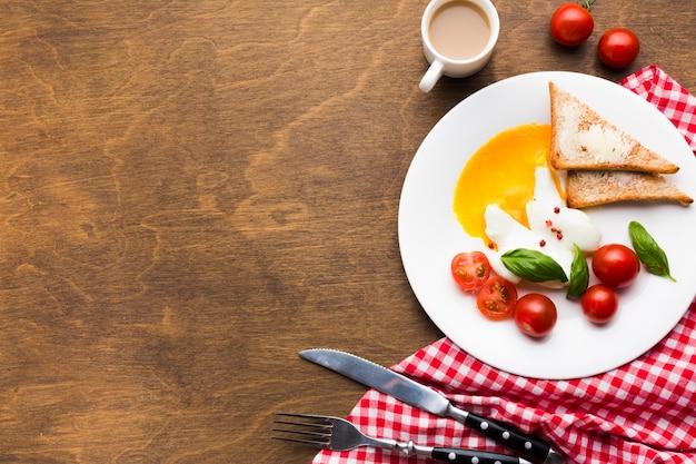Plat lag samenstelling van het ontbijt met copyspace