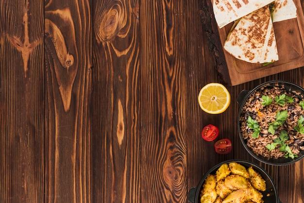 Plat lag samenstelling van mexicaans eten met copyspace