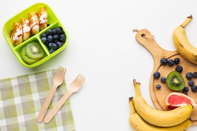 Plat lag samenstelling van verschillende voedingsmiddelen met kopie ruimte