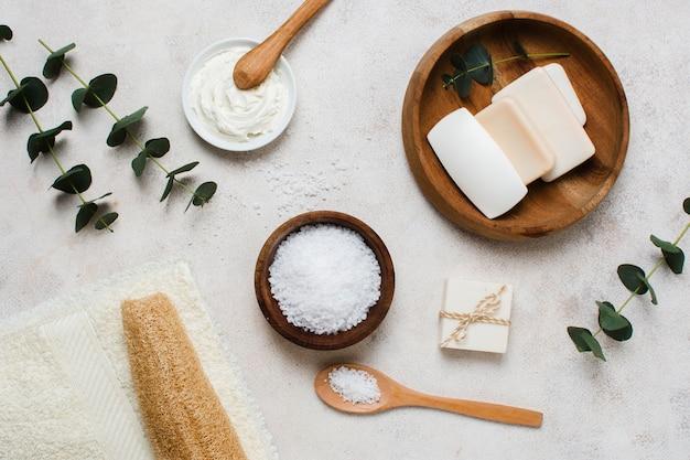 Plat lag spa concept met zout kom