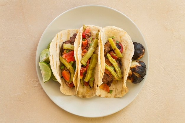 Plat lag taco's arrangement op plaat