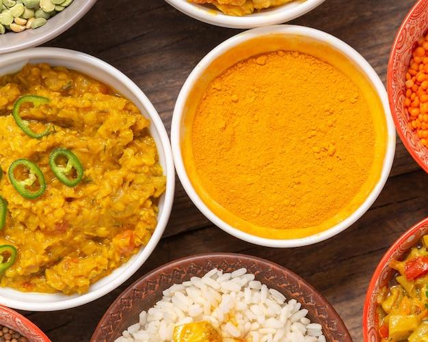 Plat lag traditionele voedselframe-arrangementen