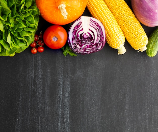 Plat lag veganistisch arrangement met kopie ruimte