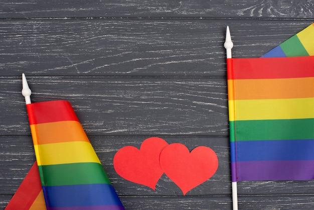 Plat lag vlaggen voor trotsdag