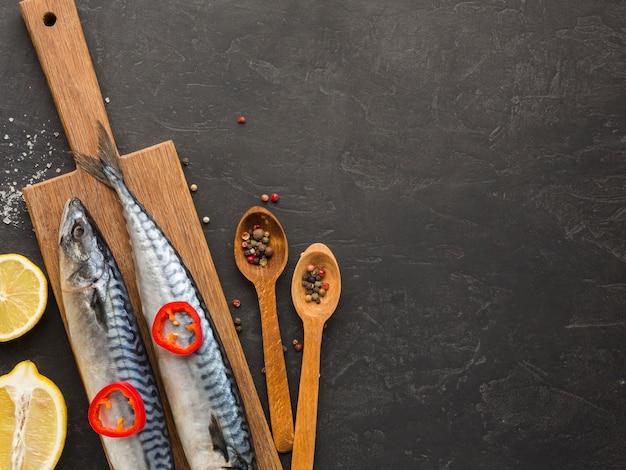 Plat lag voedsel vis frame met kopie-ruimte