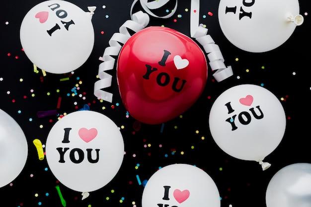 Plat lag witte en rode ballonnen regeling
